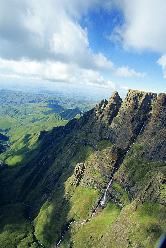 Monk's Cowl Valley, Drakensberg, South Africa, Africa - 142-5818