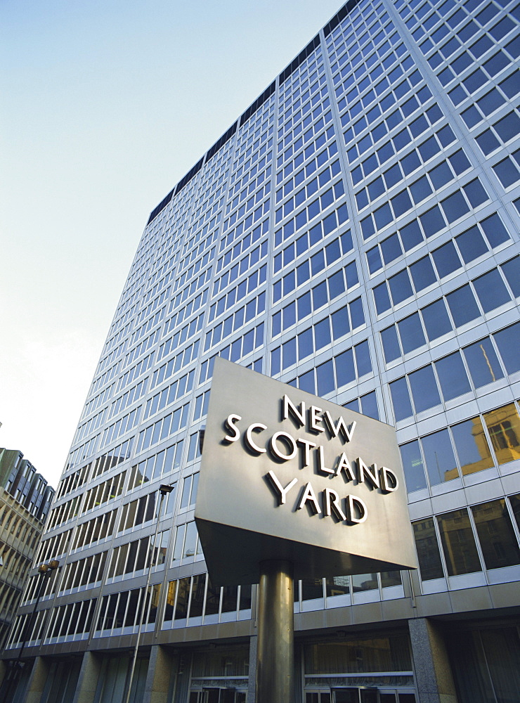 New Scotland Yard, Headquarters of the Metropolitan Police, Westminster, London, England, UK - 16-2463