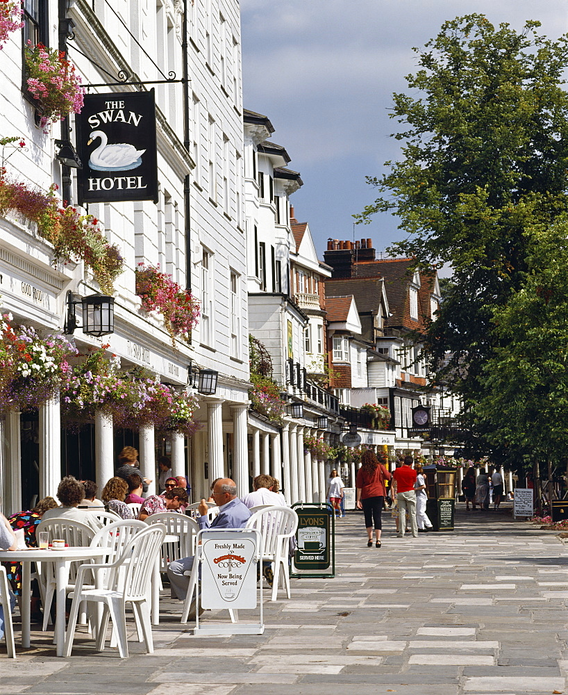 The Pantiles, a colonnade of 18th and 19th century shops and houses in Tunbridge Wells, built around the original health spa, Kent, England, United Kingdom, Europe - 16-3204