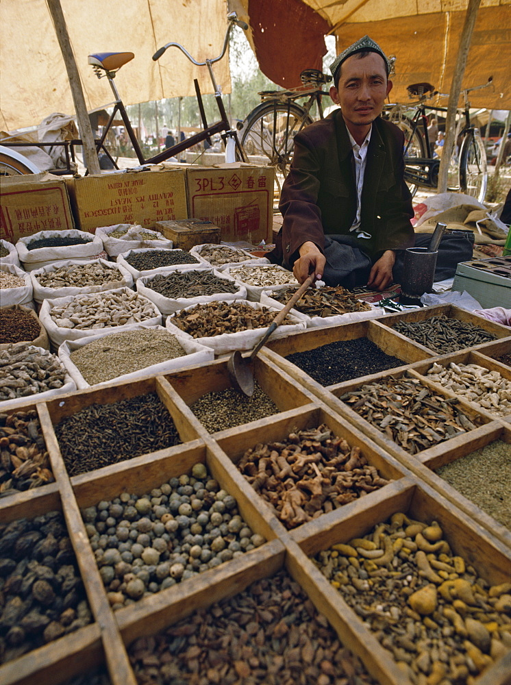 Selling herbal medicines at Kashi (Kashgar) Sunday market, Xinjiang Province, China, Asia - 16-3209