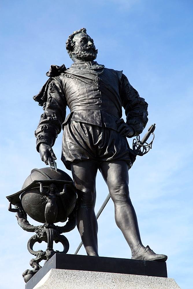 Statue of Sir Francis Drake on Plymouth Hoe, Plymouth, Devon, England, United Kingdom, Europe - 166-5462