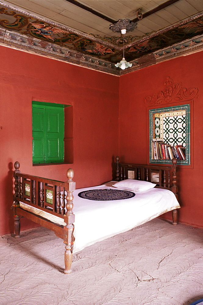 Traditional mud floor contrasting with the magnificently painted ceiling in restored traditional Pol house, Ahmedabad, Gujarat state, India, Asia
