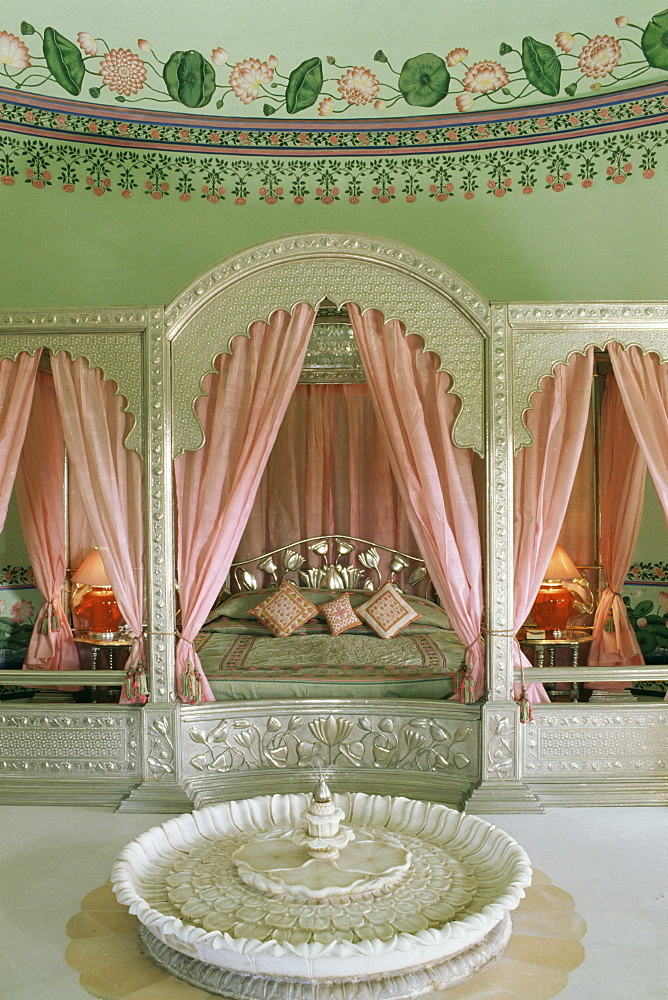 Bedroom, the Shiv Niwas Palace Hotel, Udaipur, Rajasthan state, India, Asia - 17-4511
