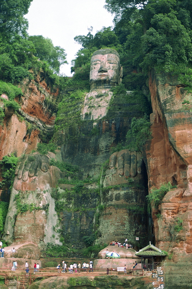 Statue of the Buddha at Lesha (Leshan), Sichuan Province, China, Asia