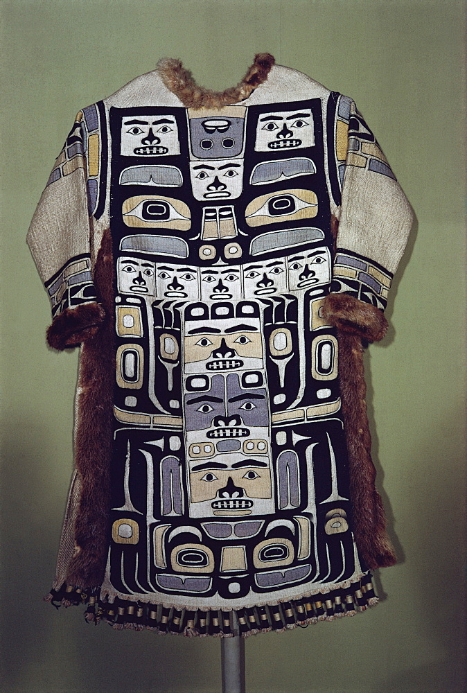 Chilkat shirt, Tlingit from North West Pacific, exhibited in Portland Museum, Portland, Oregon, United States of America, North America - 190-1027