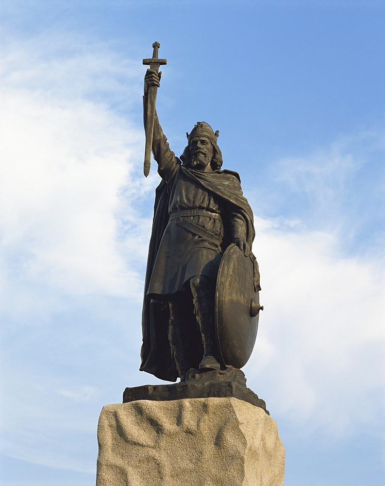 Statue of King Alfred, Winchester, Hampshire, England, United Kingdom, Europe - 190-9415