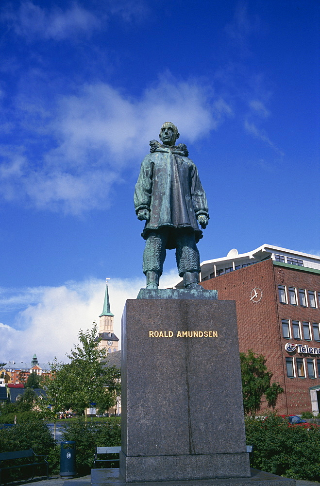 Statue of Roald Amundsen, first to reach the South Pole, Tromso, Norway, Scandinavia, Europe - 197-5207