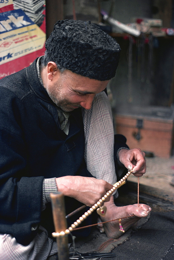 Man stringing beads, Srinagar, Kashmir, India, Asia - 2-11359
