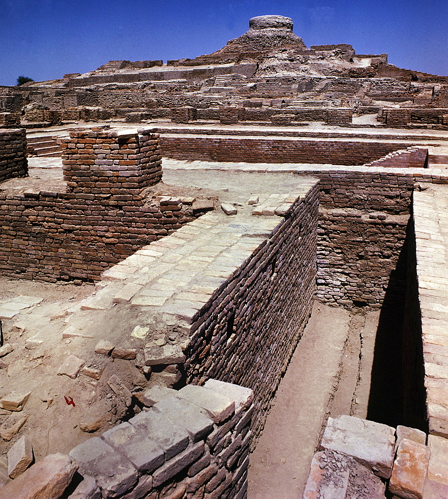 View of the ruins in Mohenjodaro, UNESCO World Heritage Site, Pakistan, Asia