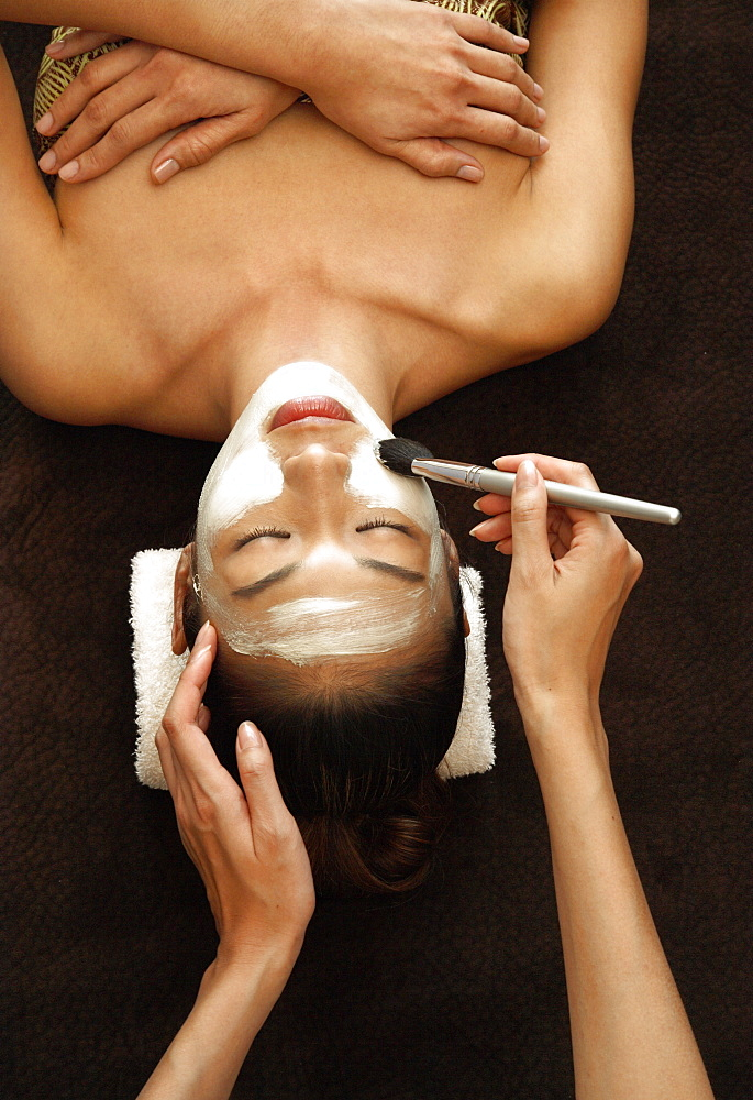 Application of facial mask for facial treatment - 238-5153