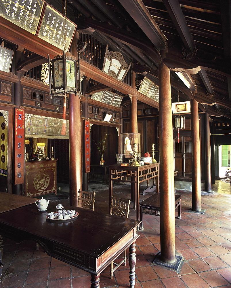Ancestors altar, An Hien garden house in Hue, Vietnam, Indochina, Southeast Asia, Asia