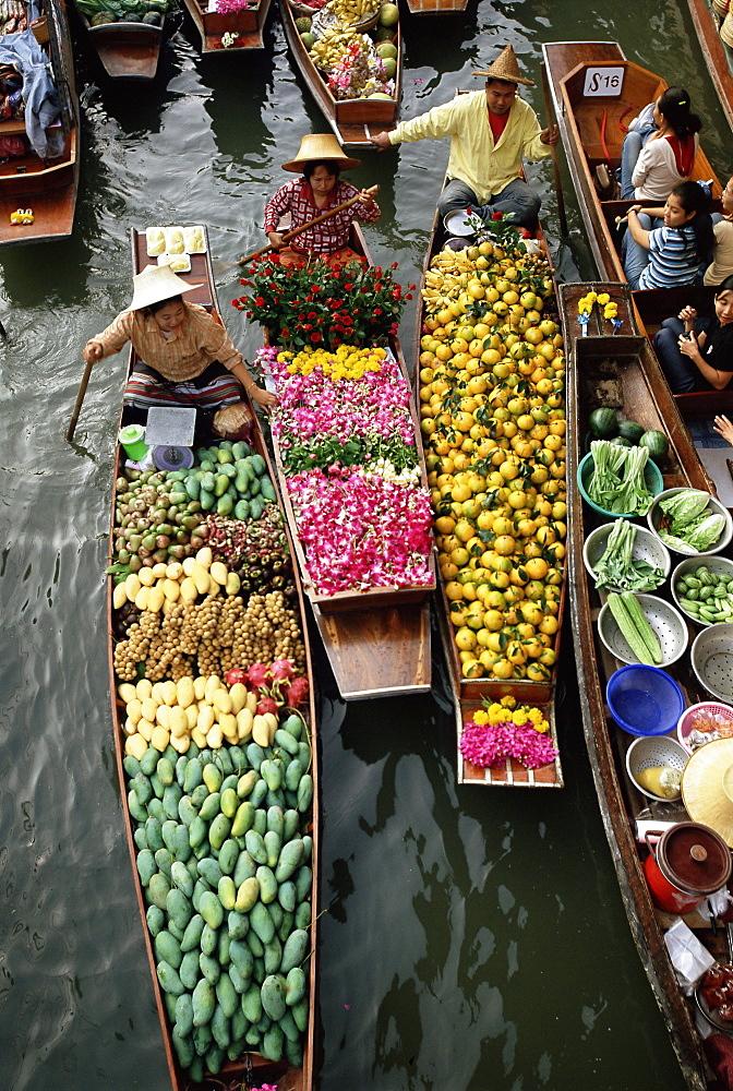 Market traders in boats selling flowers and fruit, Damnoen Saduak floating market, Bangkok, Thailand, Southeast Asia, Asia - 252-10507