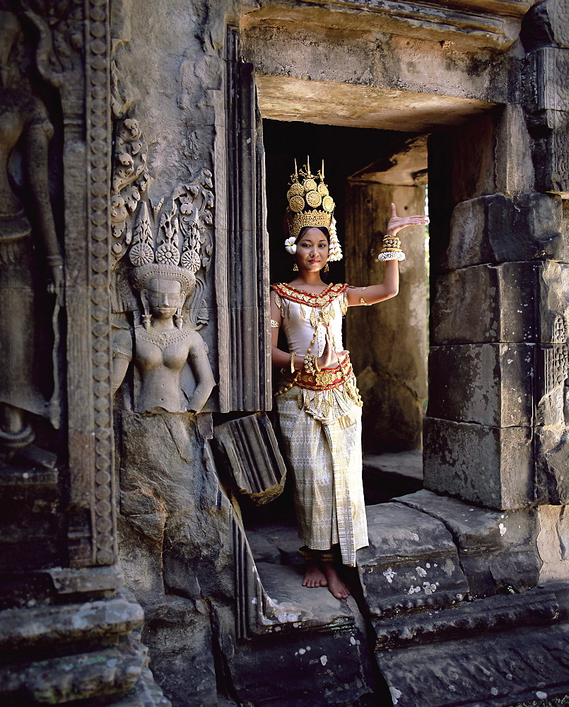 Traditional Cambodian apsara dancer, temples of Angkor Wat, UNESCO World Heritage Site, Siem Reap Province, Cambodia, Indochina, Southeast Asia, Asia