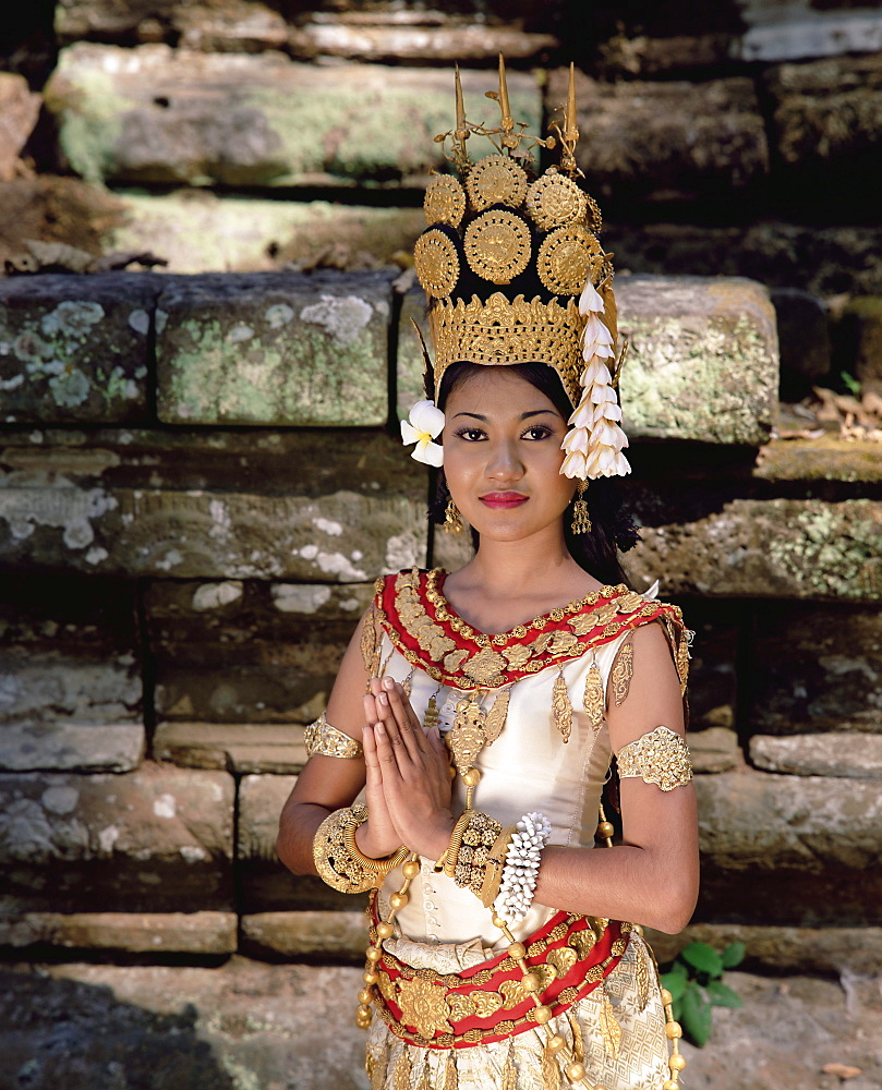 Portrait of a traditional Cambodian apsara dancer, temples of Angkor Wat, Siem Reap Province, Cambodia, Indochina, Southeast Asia, Asia