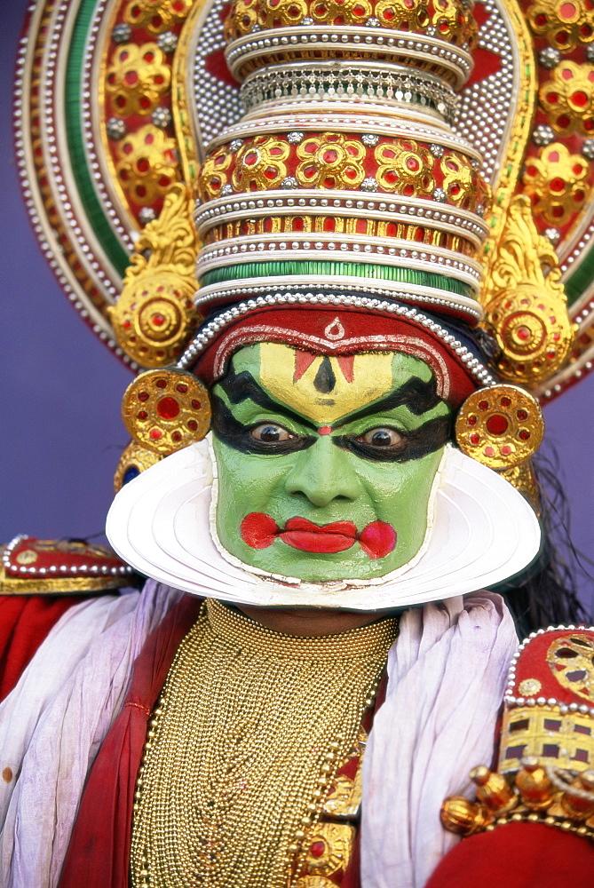 Portrait of a Kathakali dance performer, Kochi (Cochin), Kerala state, India, Asia - 252-10719