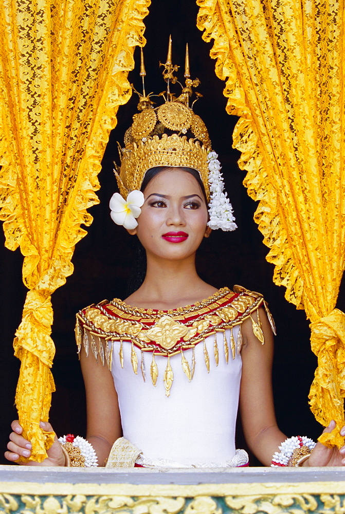 Portrait of a traditional Cambodian dancer, Angkor Wat, Siem Reap, Cambodia, Indochina, Asia