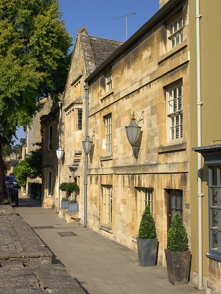 High Street, Chipping Campden, Gloucestershire, The Cotswolds, England, United Kingdom, Europe - 255-8942