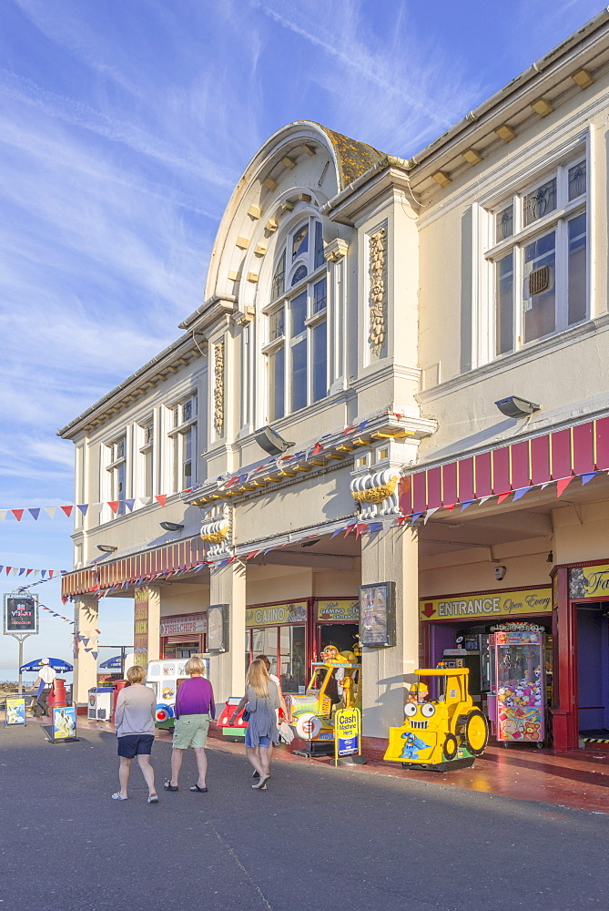 The seaside resort of Bognor Regis, West Sussex, England, United Kingdom, Europe - 255-8988