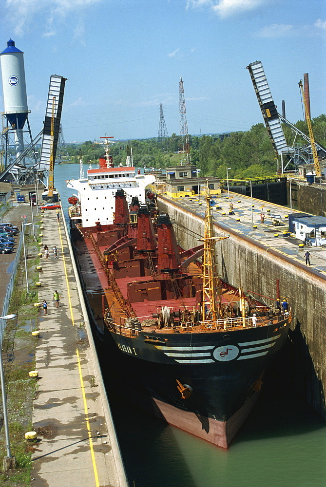 Welland Ship Canal, lower lock between Lakes Ontario and Erie, Ontario, Canada, North America