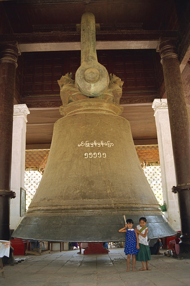 The world's largest hung bell, the Mingun bell made 1808 weighing 90 tons, Myanmar (Burma), Asia
