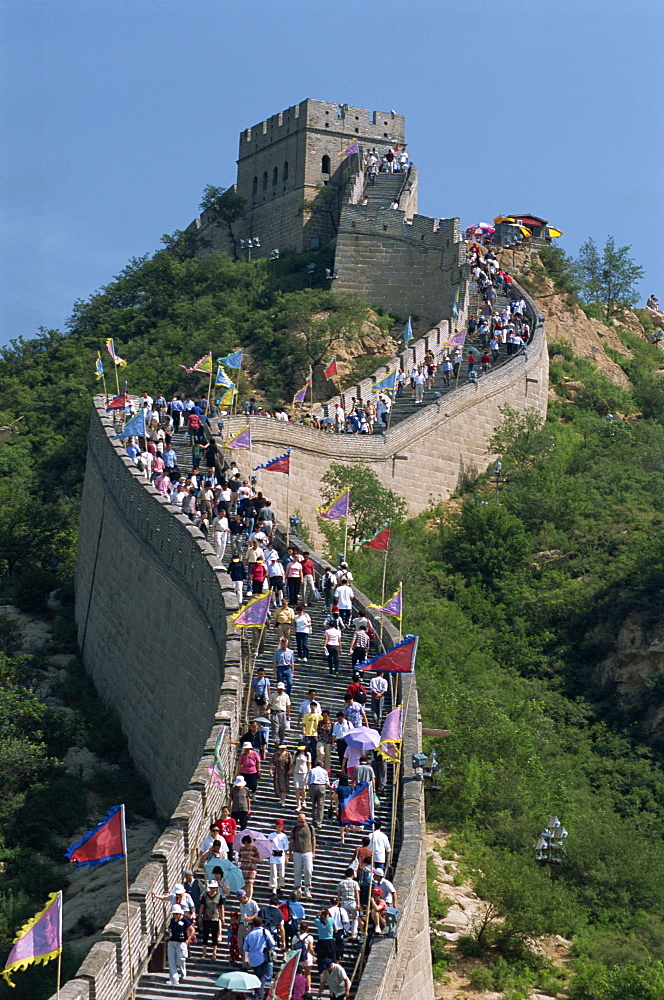 Typical crowds at main visitor site, Great Wall (Changcheng), Badaling, northwest of Beijing, China, Asia