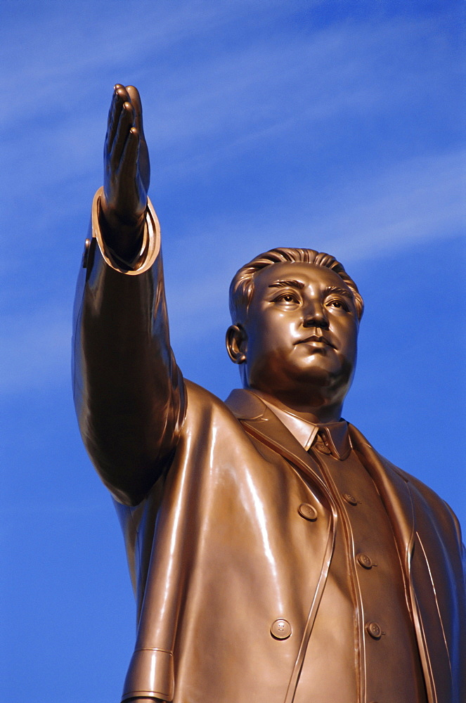 Bronze statue, 30m high, of Great Leader, Mansudae Hill Grand Monument, Pyongyang, North Korea, Asia