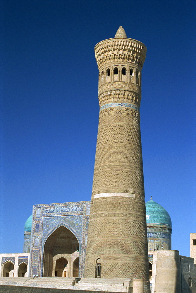 Kalon Minaret with Mir-I-Arab Medressa behind, Bukhara, Uzbekistan, Central Asia, Asia