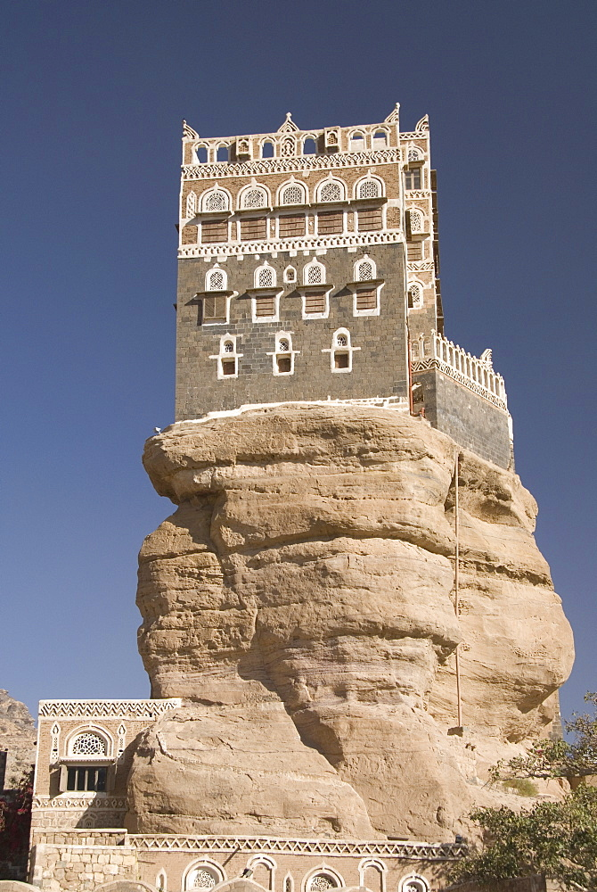 Dhar Alhajr (the Iman's Palace), built on a sandstone crag, Wadi Dhahr, near Sana'a, Yemen, Middle East