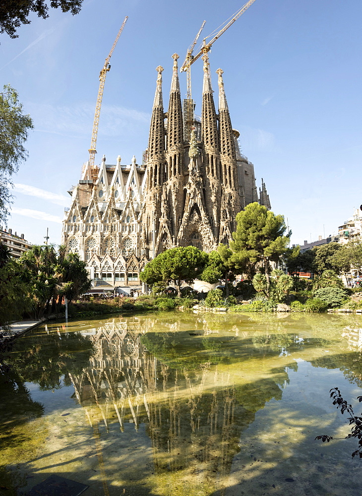 Gaudi's Cathedral of La Sagrada Familia, still under construction, UNESCO World Heritage Site, Barcelona, Catalonia, Spain, Europe - 29-5422