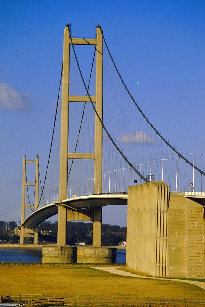 The Humber Bridge, the world's longest suspension bridge, from the south, Yorkshire/Humberside, England, UK, Europe