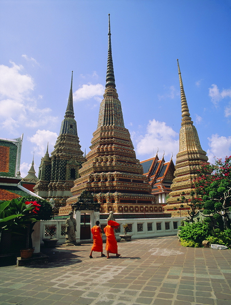 Wat Po and monks, Bangkok, Thailand, Asia