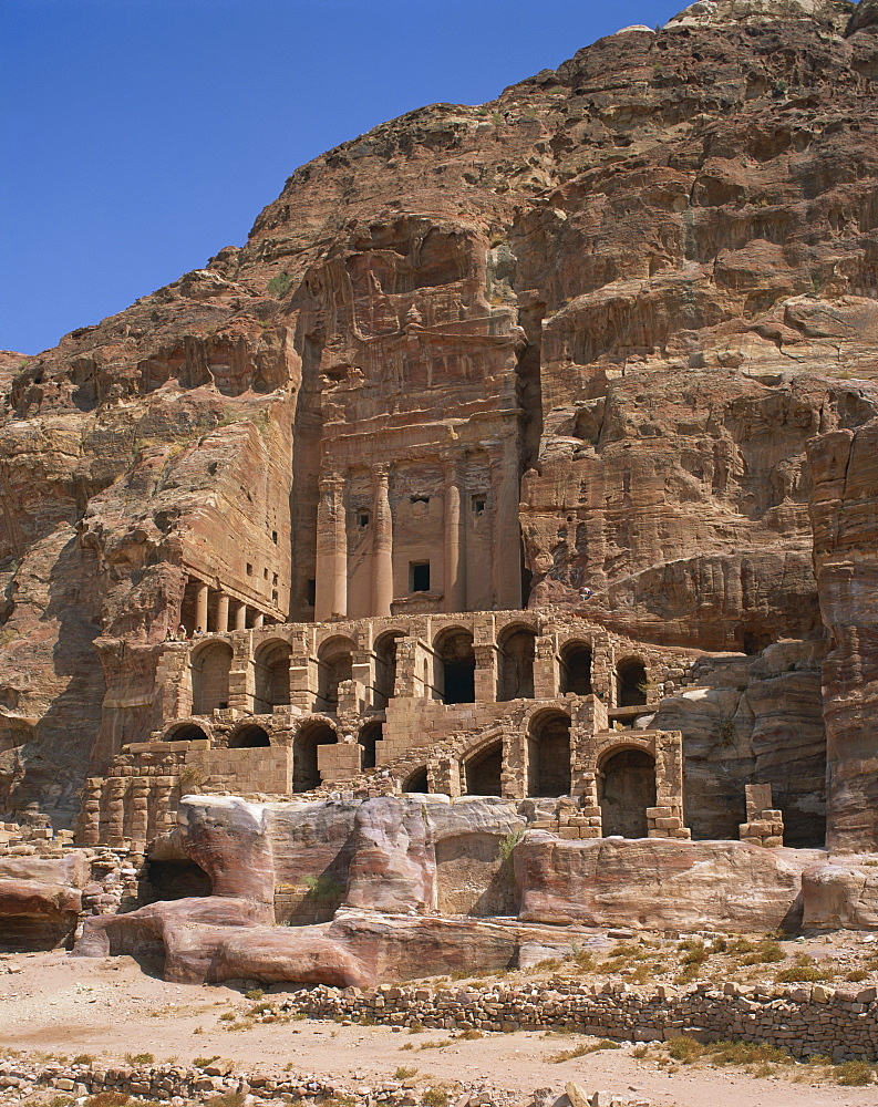 Nabatean Corinthian tomb and urn dating from the 1st century AD in east cliff of Wadi Musa, in Petra, UNESCO World Heritage Site, Jordan, Middle East