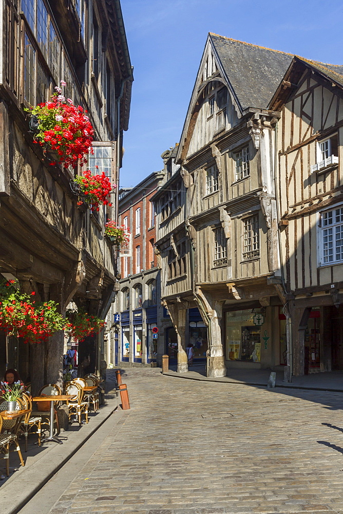 Rue de l'Apport, old town, Dinan, Brittany, France, Europe