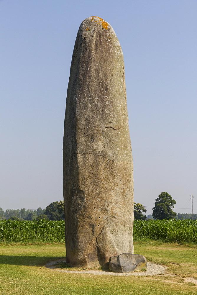 Menhir (ancient standing stone), Le Champ Dolent, Dol-de-Bretagne, Brittany, France, Europe