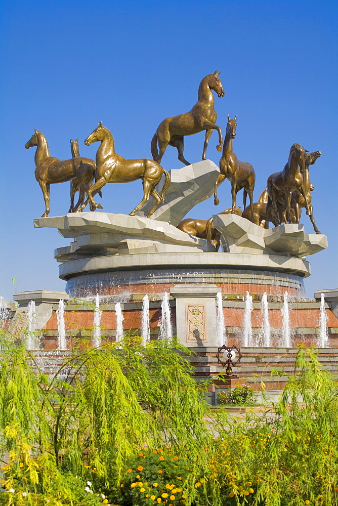 Talkhi horse statue built for the tenth anniversary of Independence, Ashkabad, Turkmenistan, Central Asia, Asia