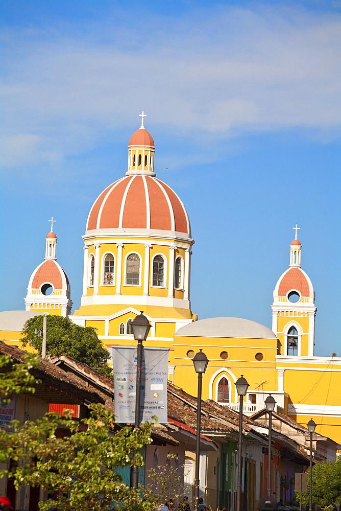 Calle La Calzada and Cathedral de Granada, Granada, Nicaragua, Central America