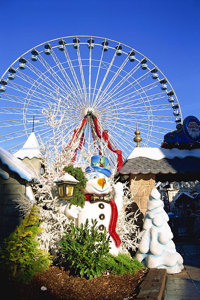 Christmas market and wheel, Lille, Nord Pas de Calais, France, Europe