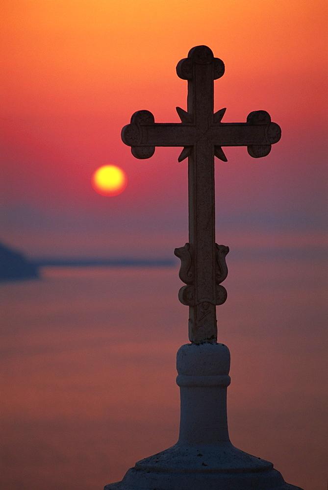 Cross on church dome with setting sun behind, Fira, Santorini, Cyclades, Greek Islands, Greece, Europe - 321-4180