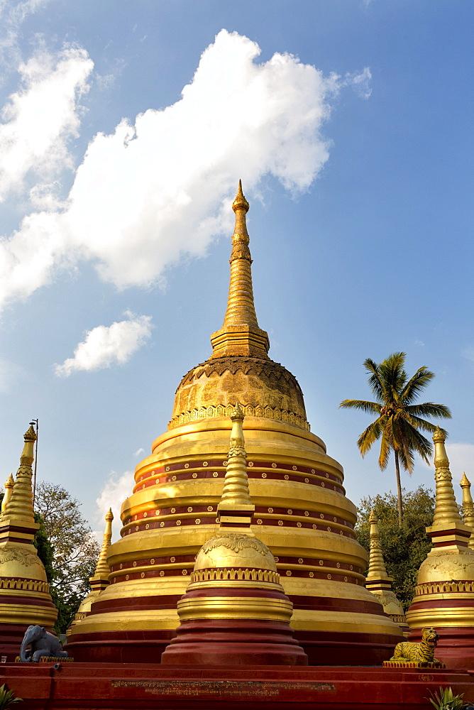 The gilded stupas of Wat In, Kengtung (Kyaingtong), Shan State, Myanmar (Burma), Asia