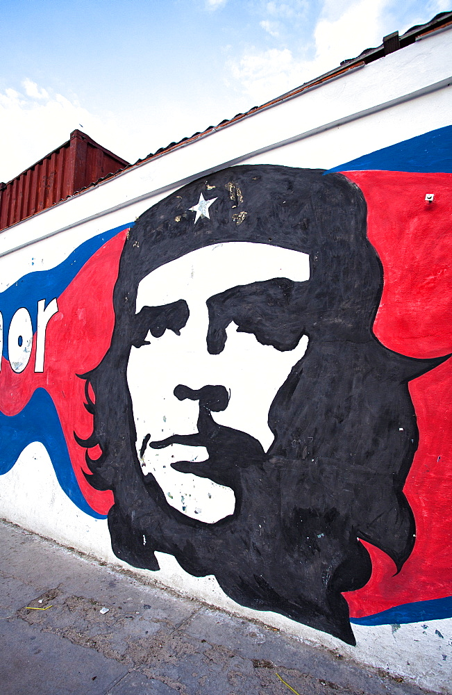 Mural of revolutionary Che Guevara painted on a wall, Havana Centro, Cuba, West Indies, Central America