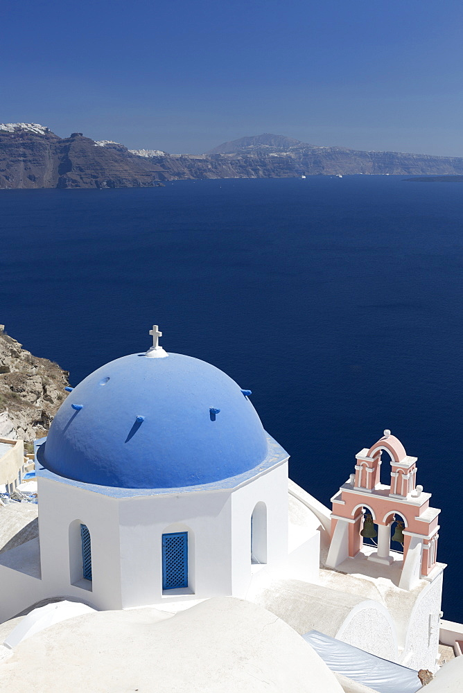 White church with blue dome and pink belltower overlooking the Caldera, Oia, Santorini, Cyclades Islands, Greek Islands, Greece, Europe