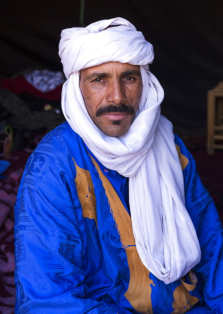 Portrait of Berber camel leader, Merzouga, Morocco, North Africa, Africa