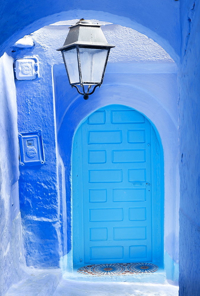 Blue door and wall in the old town of Chefchaouen (Chaouen) (The Blue City), Morocco, North Africa, Africa - 321-5919