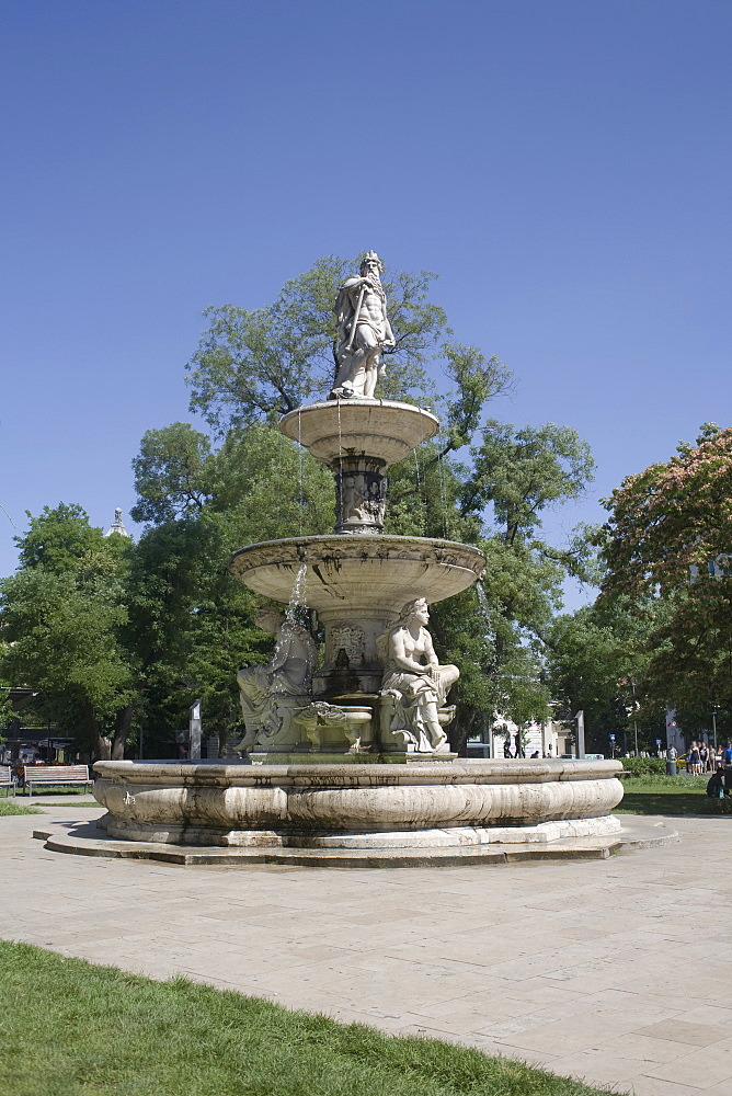 Deak Ferenc Ter park with centrepiece fountain, Budapest, Hungary, Europe