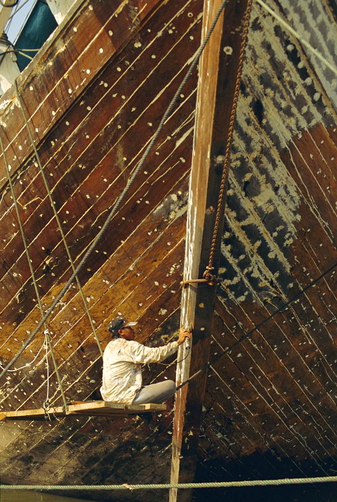 Boatbuilder, Sunda Kelapa (Old Port), Jakarta (Djakarta), Java, Indonesia