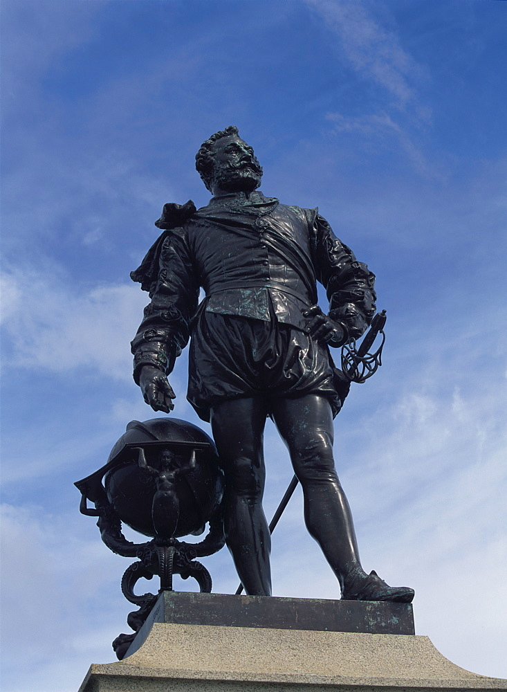 Statue of Sir Francis Drake, The Hoe, Plymouth, Devon, England, United Kingdom, Europe