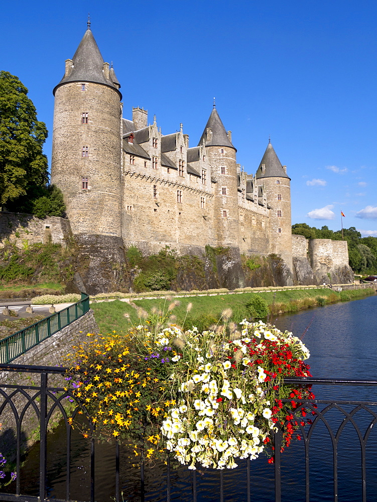 Josselin Castle, Morbihan, Brittany, France, Europe - 367-6213