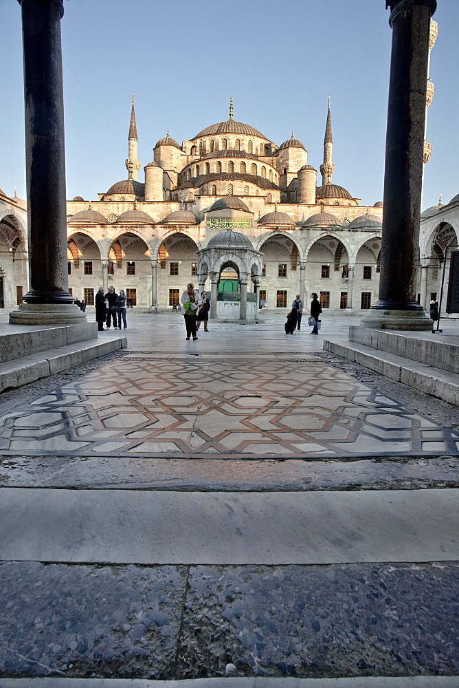 Inner courtyard of the Blue Mosque, built in Sultan Ahmet I in 1609, designed by architect Mehmet Aga, Istanbul, Turkey, Europe - 385-1686