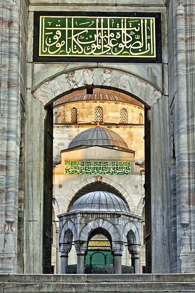 Entrance to inner courtyard of the Blue Mosque, built in Sultan Ahmet I in 1609, designed by architect Mehmet Aga, Istanbul, Turkey, Europe - 385-1687