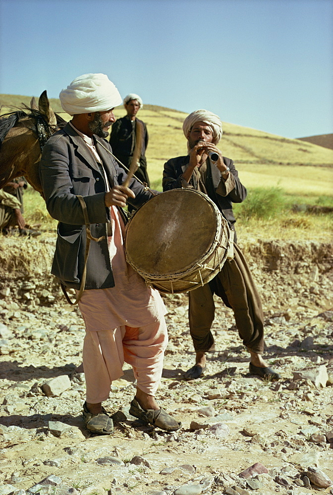 Drummer and flute player near Shirzad, Afghanistan, Asia - 39-2420